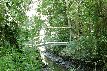 Curved metal bridge 5m.