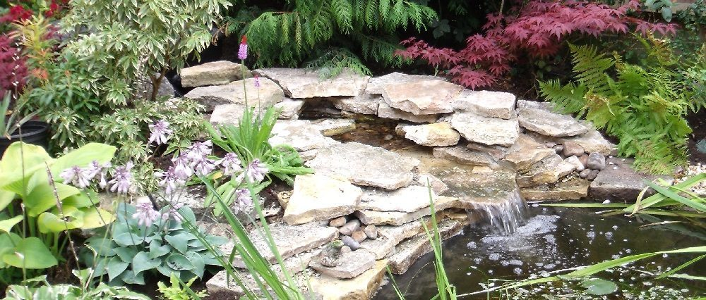 Stone waterfall feature