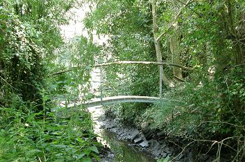 Curved metal bridge 5m.